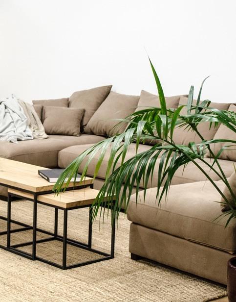 Conjunto sofá de tela y mesas nido