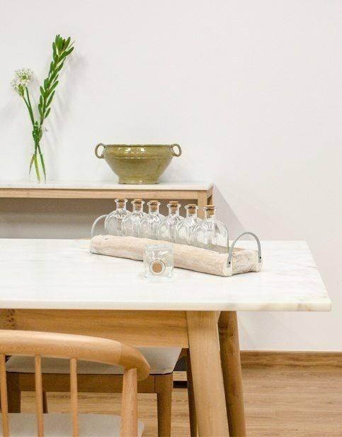 Comedor con mesa de mármol