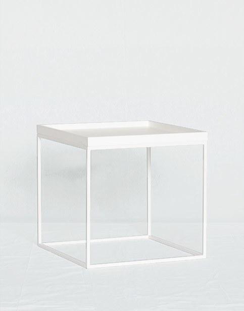 Mesa blanca pequeña