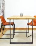 Mesa de comedor de madera maciza de eucalipto y acero