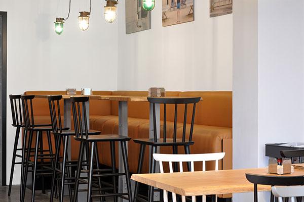 Cube Deco firma el mobiliario de Bico Bar en A Coruña