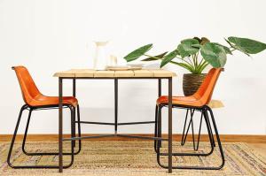 Mesa de comedor de madera de eucalipto