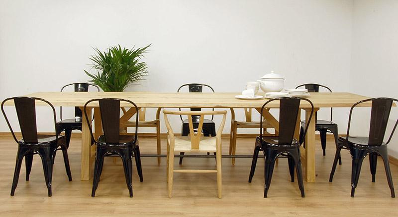 mesa de comedor de madera de castaño